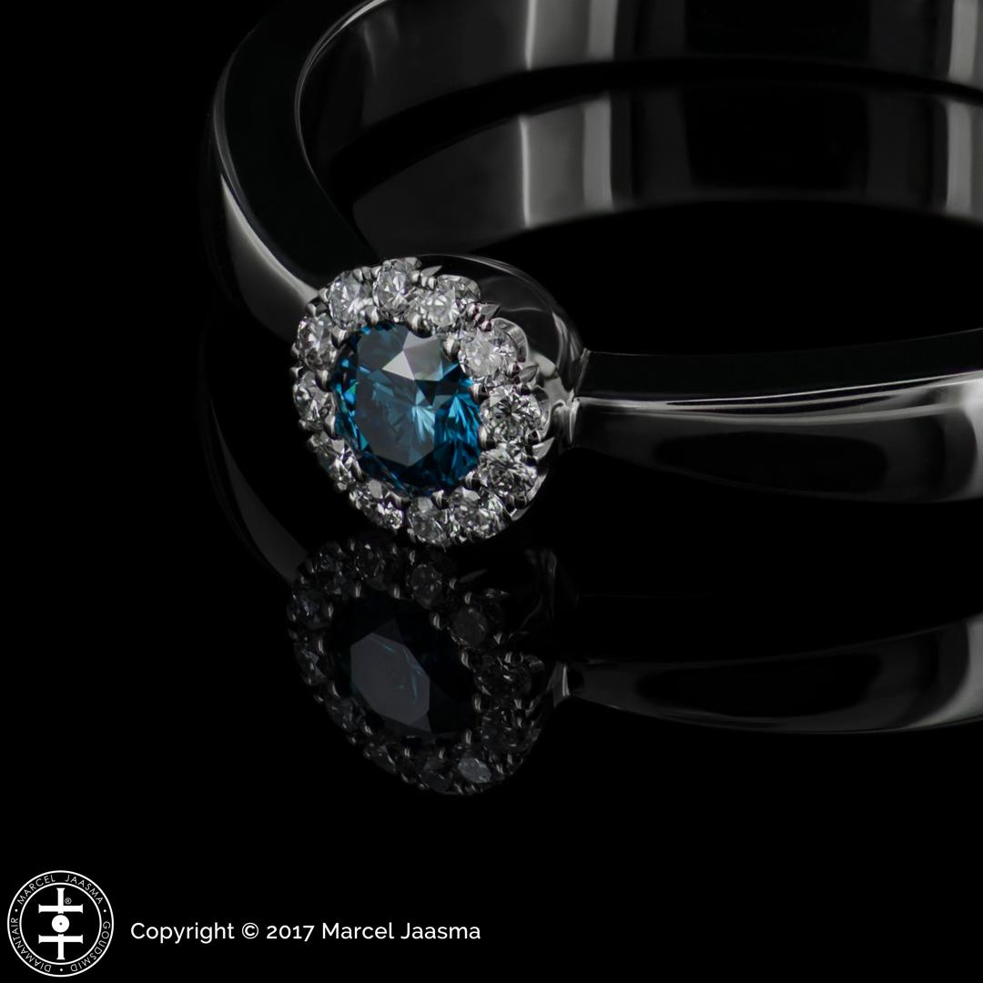 Ring met blauwe diamant briljant geslepen